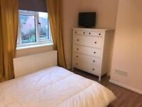 Double room in professional house share, Leeds £400pm