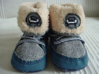 BABY Boys cute fur boots with Car motif 6-12months new will post