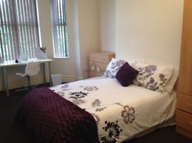 LARGE double bedrooms available in a student house share!!
