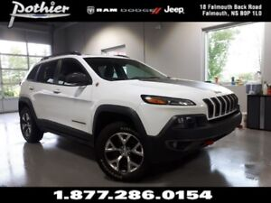 2017 Jeep Cherokee Trailhawk | 8.4 TOUCHSCREEN | UCONNECT | SUNR