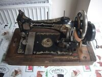 SERATA / SINGER TYPE VINTAGE SEWING MACHINE.