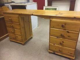 Beautiful solid pine eight drawer dressing table/desk in lovely condition