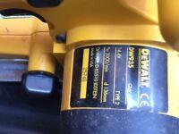 De Walt circular saw and drill plus 2 batteries