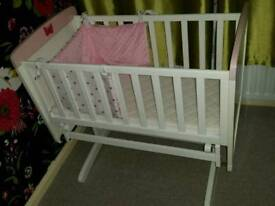 White with minnie mouse baby crib with bumper
