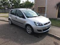***Low mileage!*** 5 door Fiesta Zetec. Recently had a full service.