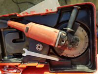 HILTI GRINDER. 110V C/W CARRY CASE.