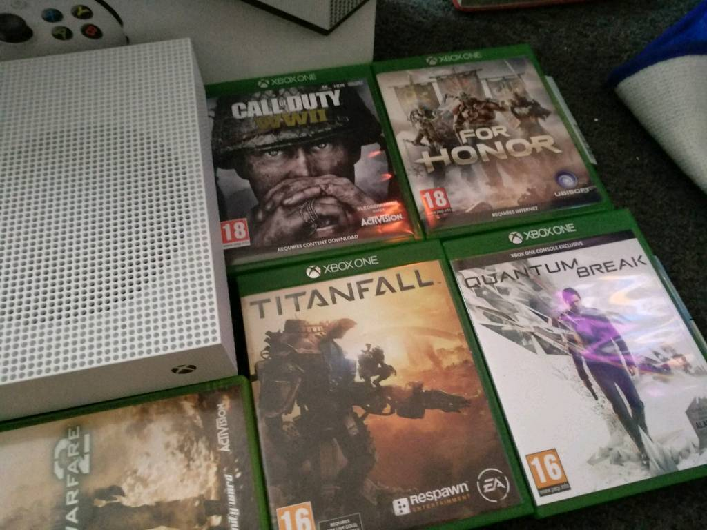 Xbox one S 500 gb with 5 games including cod ww2, mw2 | in Old Swan