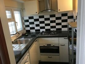 Studio flat available in Gantshill / IG5 - let for an Asian Couple/Individual