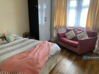 Studio flat in Hanworth Road, Hounslow, TW3 (#1142606)