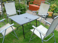 FOUR FOLDING GARDEN CHAIRS AND TABLE.