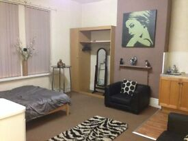 One Bed Studio/ Bedsit To Let Free Wifi/Water/C.Tax/Parking/Furnished & Plasma TV