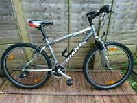 Men's Boys Giant Rincon Bicycle Bike Size Small 24 Gears Aluminium Frame