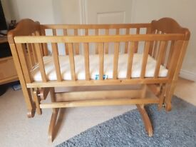 Crib which can be rocking or fixed
