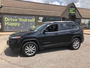 2017 Jeep Cherokee Limited / 4X4 /LUXURY PKG /  LEATHER / SUNROO