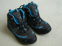 KIDS WALKING BOOTS - SIZE 1