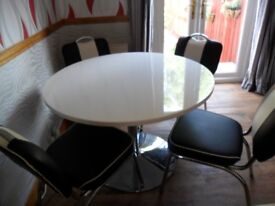 MODERN AMERICAN STYLE DINER TABLE/CHAIRS VGC