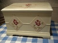 VINTAGE HAND PAINTED FLORAL WOODEN CHEST STORAGE BOX