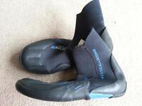 c-skins legends kids wetsuit boots size L