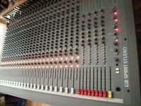 SOUNDCRAFT MIXING CONSOLE 24-8-2