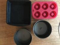 Set of baking tins