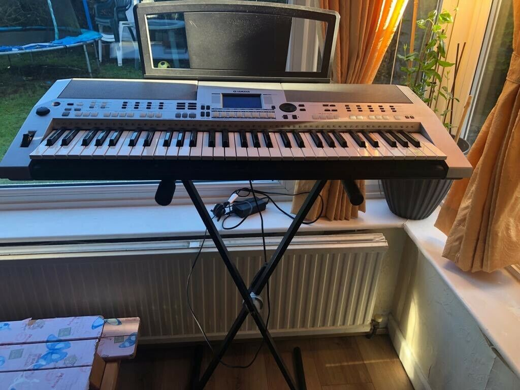 yamaha keyboard psr s550 and stand in torquay devon. Black Bedroom Furniture Sets. Home Design Ideas