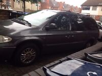 CHRYSLER GRAND VOYAGER BREAKING ALL PARTS AVAILABLE AIRBAGS GEARBOX DOORS WING BONNET SEATS ALLOYS