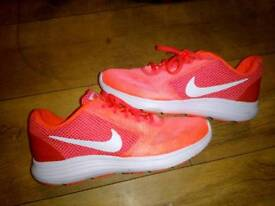 Women's size 6 running trainers