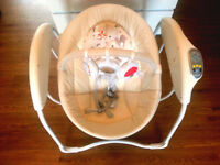 Graco Glider Swing in Dotties - perfect condition - for babies from birth up to 9kg