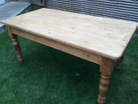 Lovely traditional farmhouse solid pine dining table with 6 fantastic farmhouse chairs