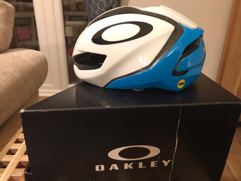 ffa723cd28 Oakley aro 5 cycling helmet M