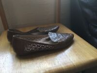 Women's brown flat shoes
