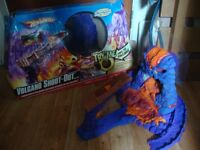 Hot Wheels VOLCANO SHOOT-OUT toy car game