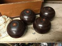 Set Of 4 Old Henselite Bowls In Leather Case
