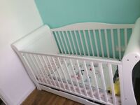 White sleigh cot/bed