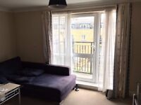 MODERN ROOM TO RENT IN A SPACIOUS FLAT WITH A MODERN KITCHEN /LOUNGE OVERLOOKING CANAL & GARDENS