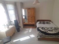 Beautiful Large Double Room in Fulham with all bills and internet included