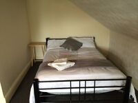 LOVELY DOUBLE ROOM AVAILABLE!! from 1st July.