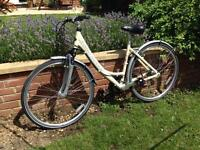 Ladies Land Rover Burghley Hybrid Bike in Excellent Condition