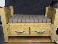 Pet bed / seat with storage