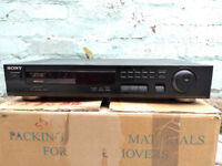 Sony FM Stereo/FM-AM Tuner ST-S261