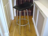 Black swivel seat with metal legs bar kitchen high chair stool / Used