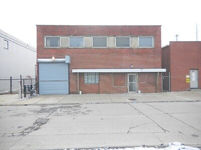 Commercial real estate 6,800 square feet 2 lots great opportunity rental income on Rummage