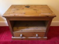 Furlong Furniture Pine Tv Stand With Draw