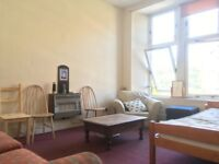 Double Bed in a 3-Bed Flat for Short-Term Let