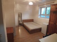 Lovely Double Room..Great Location!!! - 7 mins walk to Aldgate East Station