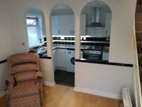 UNDER OFFER ONEBEDROOMHOUSE PATIO GARDEN 7mins to Colliers Wood Tube Power shower & Jacuzzi Bath Tub