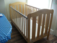 Mamas and Papas Eloise cot bed with mattress in very good condition