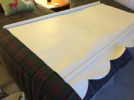 White roller blind with scalloped edge very good used condition suit any room