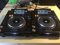 Pioneer CDJ 2000 Nexus (Pair) + Magma Flight Case