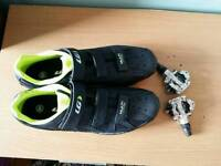 Road bike shoes with pedals